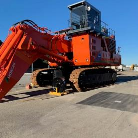 Hitachi EX1900 From Front on Bitumen