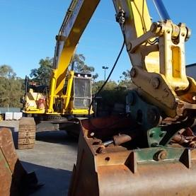 Komatsu PC450-8 Medium Shot Arm Up
