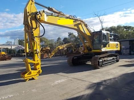 Komatsu PC450-8 Long Shot on Cement