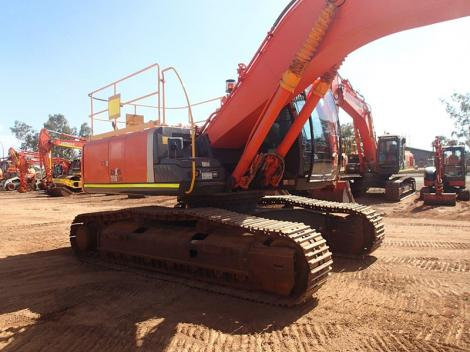 Used Hitachi with excavator in air