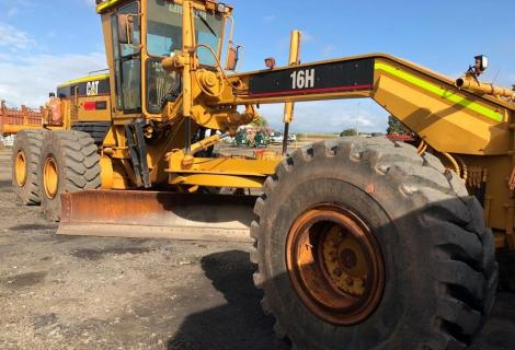 Caterpillar 16H From Side