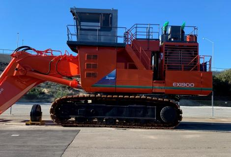 Hitachi EX1900 From Side
